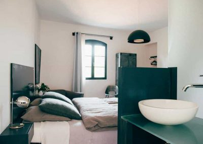 chambre-hote-bain-jacuzzi-lilly-metafort-provence-luberon