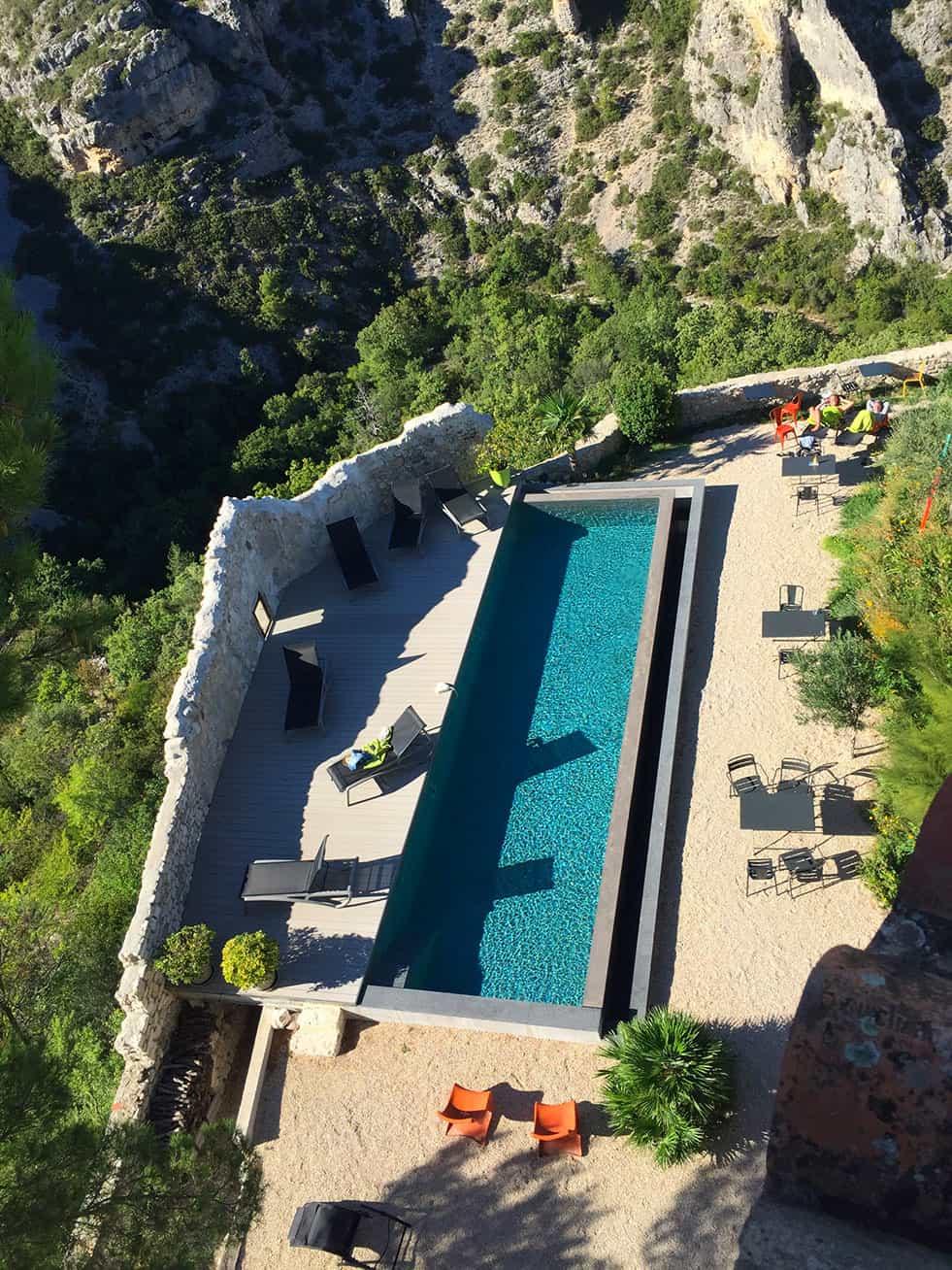 Piscine et jardin de Metafort, maison d'hôtes en Provence