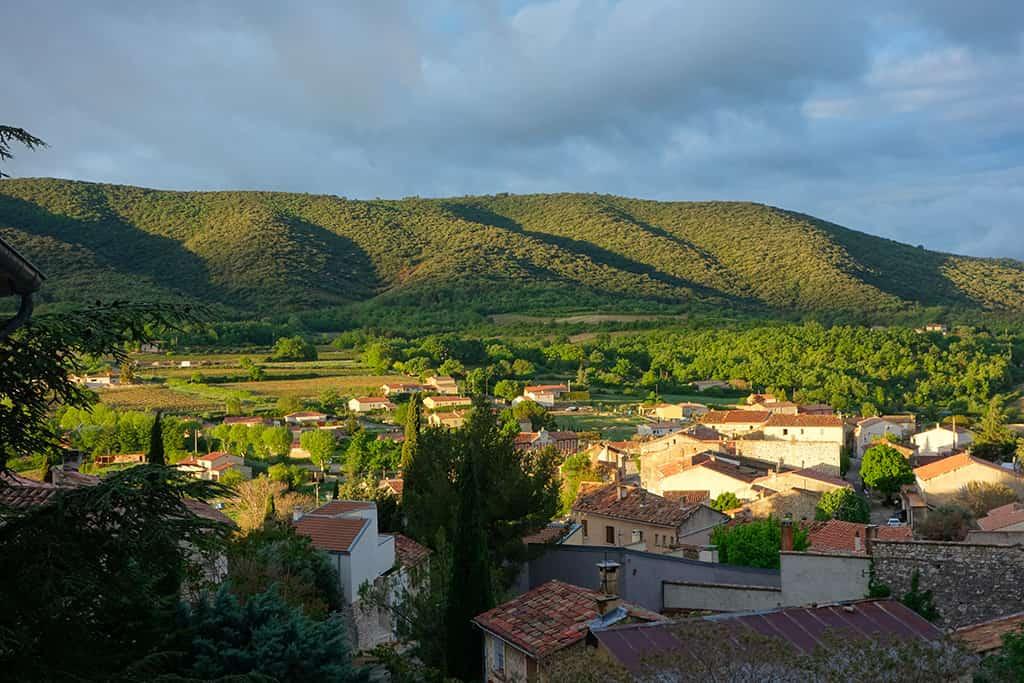 Metafort chambre d'hôtes Luberon (Vaucluse) - Vue sur le village de Méthamis depuis la maison d'hôtes